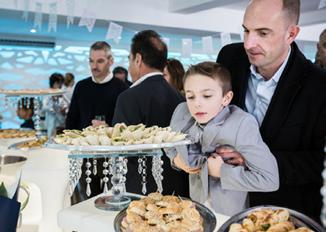 fête nourriture invités - location salle de réception isère